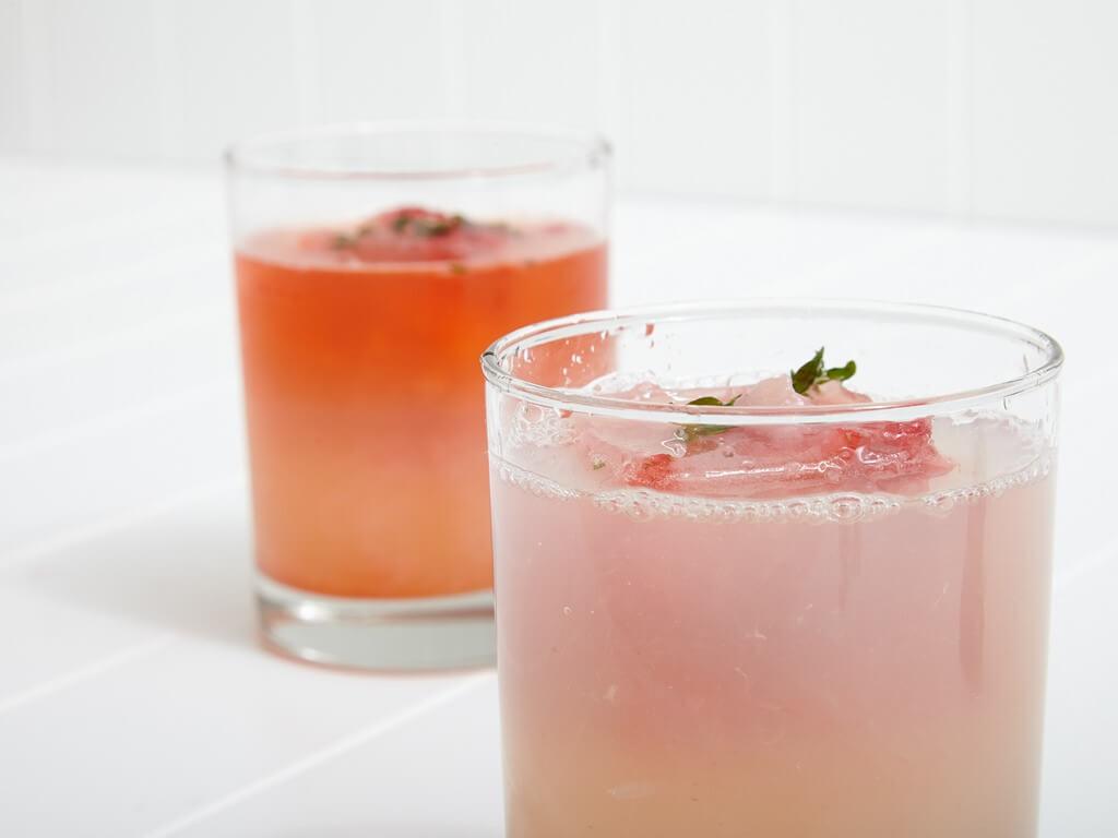 Strawberry Vodka Smash Vasos