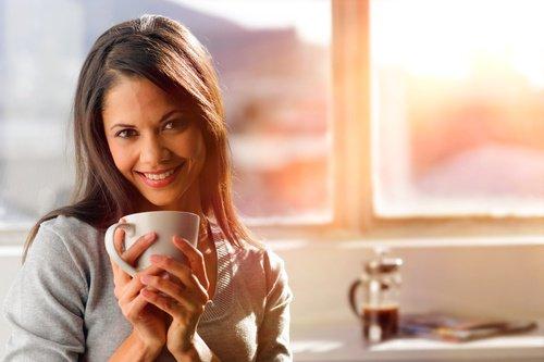 Il caffè con ghiaccio dà felicità